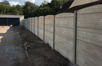 pose d'une clôture en béton aspect bois