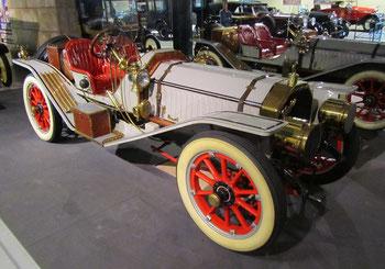 Een Peerless 45-HP Model 32 11 litres Raceabout uit 1911, te zien in het Louwman Museum in Den Haag.
