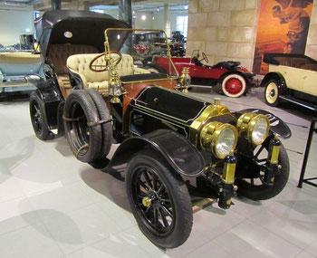 Pierce-Arrow model 38 Park Phaeton uit 1917 met een carrosserie gebouwd door Studebaker, te zien in het Louwman Museum in Den Haag.