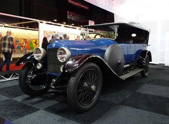 Een Minerva 32CV AK Landaulette uit 1928 met een 6 liter zescilinder schuivenmotor, te zien in het Louwman Museum in Den Haag.