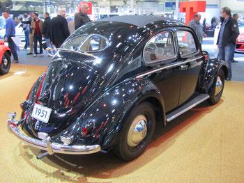 Een Volkswagen Kever uit 1951 op de Techno Classica 2016 in Essen.