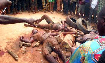 Famosi gangster Badoo, catturati dopo aver ucciso una famiglia di quattro persone, linciati a morte dalla folla