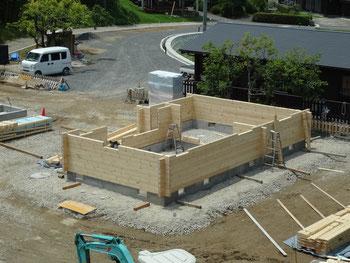 ログハウス建設中