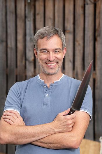Claudio Meng führt die Davoser Messerschleiferei in 4. Generation.