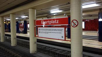 Si vede la fermata di Ebertplatz nella città di Colonia.