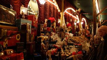 Mangiare e bere sul mercatino: Si vende molti dolci e tanta pasticceria.