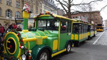 """Si arriva a tutti mercatini con la famosa """"Bimmelbahn"""", ma anche ai piedi"""