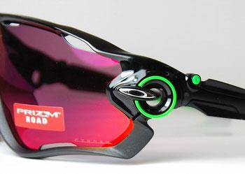 オークリーから新作サングラスの入荷です。 ロードバイクやマウンテンバイク向けのサングラスとして作られたジョウ ブレイカーは前傾姿勢になった時に視界を広く取ったモデルになります。
