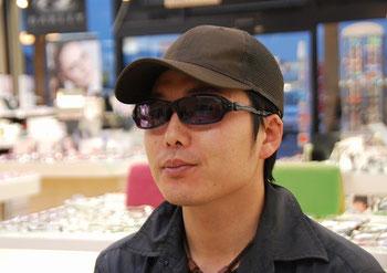オズニス・9BALL(9B01)をお求めいただきましたK様です。 タレックスが作るサングラスが今回お選びいただいたオズニスです。