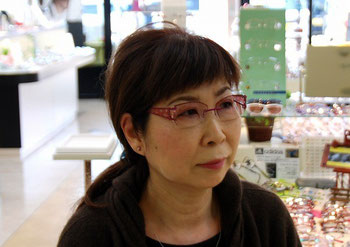 ポラリス・イヴをお求めいただきました、Y様です。 スウェーデン王室認定のメガネであるポラリスはデザインや飾りを自由に組み替え、オリジナルで作ることができるメガネです。