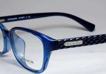 コーチの新作フレームはブルーのグラデーションがキレイな少しハードなモデルです。HC6067F カラー5290 20000円(税別)