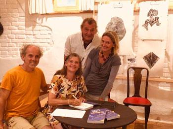 Autorin Gabriele Dienstl mit Flockerlof Inhaber Susanne Gruber und Gerhard eisner, und mit Peter Dienstl