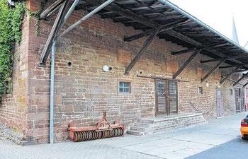 Möglicherweise bald ein Dorfladen: das ehemalige Raiffeisenlager am Gutshof in Wiesenfeld. (Foto: David Kohlhepp)
