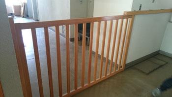子供の階段転落防止柵。これも手作りとか