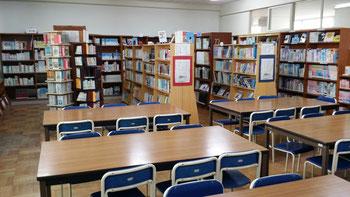 蔵書1万冊強から図書を選ぶ事が司書の仕事