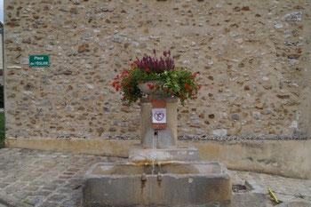Celles-lès-Condé. La fontaine Saint-Fiacre.