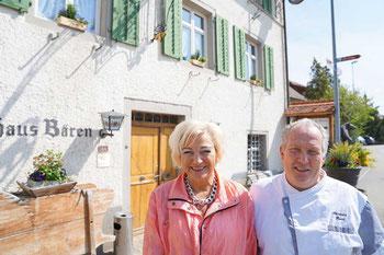 Geschichte trifft Kulinarik: Getty und Hans Kistler stellen die achte Generation Kistler im Bözer «Bären» dar.