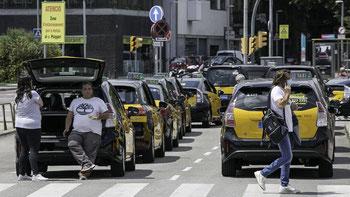 Почем в Барселоне все такси черно-желтого цвета?