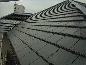 熊本市K様家の屋根瓦塗装完成の全体写真。紫外線に強い塗料を使用しました。
