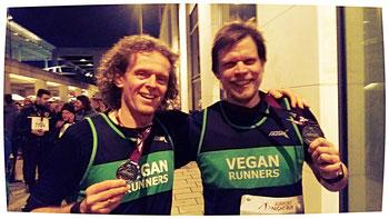 """Dem Andreas """"Auge"""" vom Verein """"Vegan Runners"""" habe ich viel zu verdanken, er ist Administrator der Webseite """"VEGAN RUNNERS"""", so konnte ich meine Laufberichte damals bei ihm abgeben bzw. in der Homepage veröffentlichen lassen."""