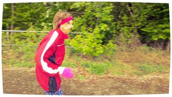 """Die bekannte deutsche """"Marathon-Oma"""" Sigrid war selbst Organisatorin und gleichzeitig lief sie 4 Tage lang Marathon bei 1500 Höhenmetern (pro Lauf!)."""