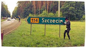 Dieser Marathon wurde meistens auf dem Radweg neben der Landstraße 114 durchgeführt.