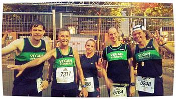 Veganer-Team nach dem Ziellauf