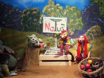 Marionettentheater Märchen an Fäden - Drache Funki, Kobold Kutz-Kutz und Koboldine Luri beim Bio-Laden