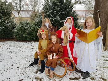 Der Nikolaus, Knecht Ruprecht, Rentiere und Engelchen