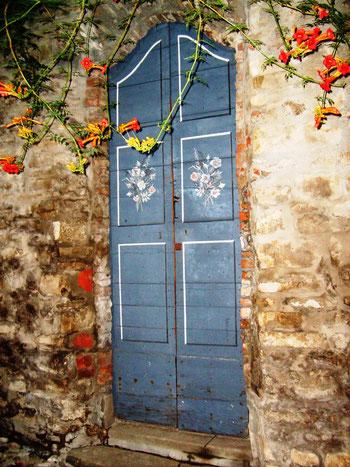 Bobbio (PC) - portoncino del giardino di casa Chiapparoli in Via San Lorenzo
