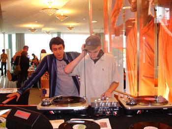 DJ-Schulen, Spiegel Online. Helge Stroemer, Medienproduktion