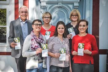 Hinten: Rudolf Venherm (Renate Gehring-Stiftung), Ingrid Kersting (Familienzentrum St Marien), Melanie Stitz (Netzwerkkoordinatorin Frühe Hilfen), vorne: Angela Simon (Erziehungsberatung Caritas), Delia Spexard (SkF), Katrin Meyer (Bürgerstiftung)