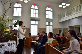 2017年1月29日(日)の礼拝収録が終了したあと、日々のキリスト教放送局・日本FEBCのお働きについて伺っているときのひとこま。