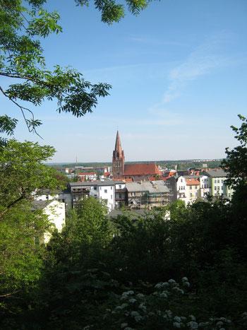 Blick vom Drachenkopf auf das Stadtzentrum von Eberswalde mit der Maria-Magdalenen-Kirche. Mein Foto von 2012