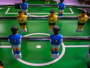 Fußball Tischkicker Turnier Teamevent mit Sandra Minnert oder XXL Kicker bei uns im Verleih mieten