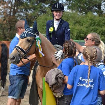 Da war die Freude groß bei Familie Honold und ihrem Team vom Ponyclub Laschenhof. Foto: Hanna