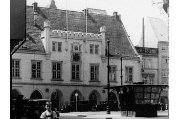 Abb. 1 - Das alte Kieler Rathaus