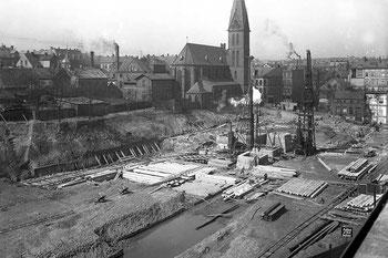 Abb. 3 -  Bauplatz bei den Gründungsarbeiten