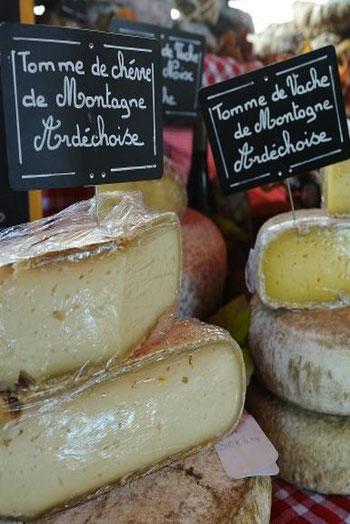 Tome et tomette de chèvre ou de vache, saint Félicien, picodon... en Ardèche, il n'y a que l'embarras du choix.