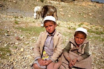 Achmed und sein kleiner Bruder bewachten die wertvollen Pferde