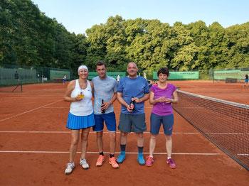 v.l.n.r.: Clubmeister Simone Lambertz und Marcel Wiederhold, Vize-Meister Uwe Göbels und Sabine Stelter