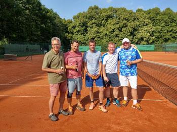 v.l.n.r.: 1. Vorsitzender Dieter Linke, Clubmeister im Herren Doppel Sebastian Süßmilch und Marcel Wiederhold, Vize-Meister Swen Krawiec und Dominik Engling