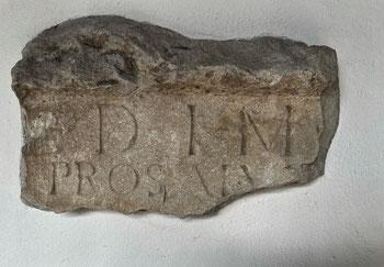 Mithrasstein in der Pfarrkirche Erl