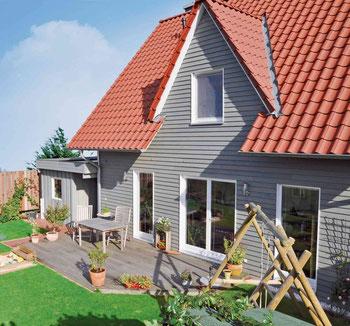 Mit natürlichen Holzanstrichen für den Außenbereich im Trendfarbton Grau ergeben sich zahlreiche Möglichkeiten der Gestaltung. Die unterschiedlichen Nuancen – von hell über dunkel bis hin zu Metallic-Effekten – harmonieren nicht nur miteinander, sondern a