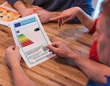 Auf dem Portal www.intelligent-heizen.info erfahren Verbraucher, was das Label aussagt und warum sich die Sanierung einer ineffizienten Anlage lohnt.  Foto:Intelligent heizen/VdZ