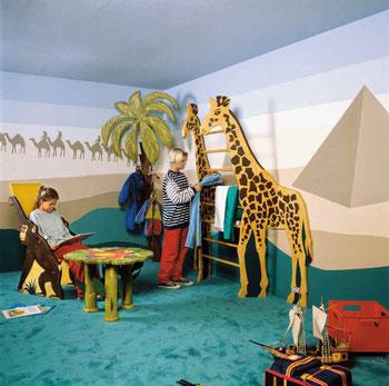 Eine Safarilandschaft oder zahlreiche andere Kinderträume lassen sich mit einer Raufasertapete leicht umsetzen. Foto: epr/Erfurt