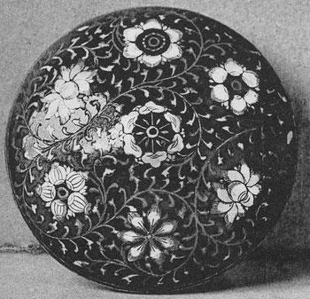 Planche Ia. Boîte. M.-J. BALLOT : Les laques d'Extrême-Orient : Chine et Japon. G. Vanoest, éditeur, Paris et Bruxelles, 1927.