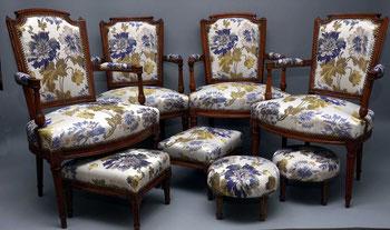 marylinegrac-Quatre fauteuils et repose-pieds entièrement rénovés. Méthode traditionnelle. Crin végétal et animal.
