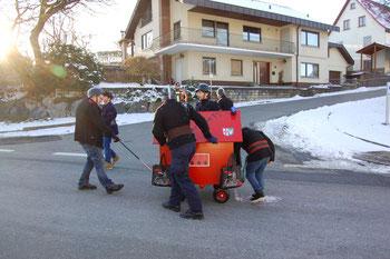 Feuerwehr-Gruppe beim diesjährigen Umzug   am Fasnetdienstag (Bild: Ralf Sulzmann)
