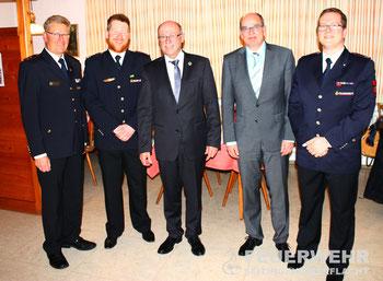 v.l.n.r. Vorsitzender des Kreisfeuerwehrverbandes Ernst Heinemann, Kommandant Ulrich Zepf, Bürgermeister a.D. Bernhard Flad, Bürgermeister Jürgen Buhl, Stellv. Kommandant Florian Platzer
